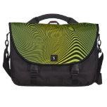 Líneas torcidas de color verde amarillo modelo. bolsas para portátil