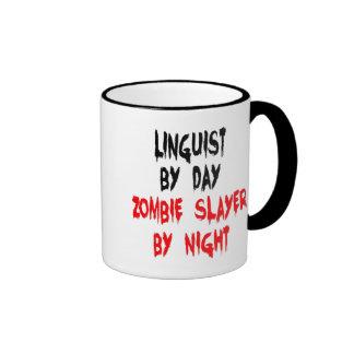 Lingüista del asesino del zombi taza de dos colores