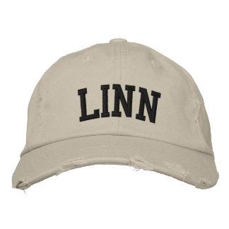 Linn bordó el gorra