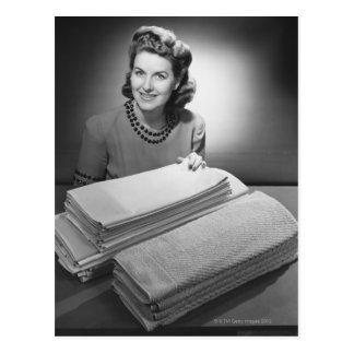 Lino y toallas planchados tarjeta postal