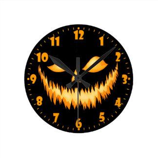 Linterna de Jack O en la oscuridad con una mueca Reloj Redondo Mediano