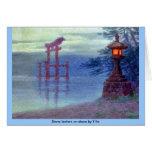 Linterna de piedra en orilla por Y Ito Tarjeton