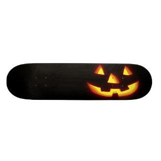 Linterna del enchufe que brilla intensamente o tablas de skate