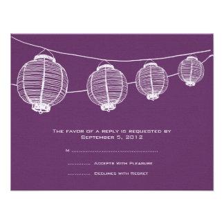 Linternas blancas y púrpuras que casan RSVP Comunicado Personal