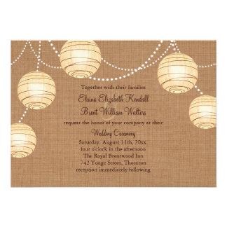Linternas del fiesta de la arpillera que casan la invitación personalizada