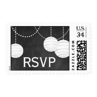 Linternas del fiesta en el sello de RSVP de la tiz