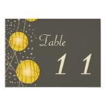 Linternas festivas con amarillo gris y de oro en invitación 12,7 x 17,8 cm