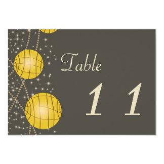 """Linternas festivas con amarillo gris y de oro en invitación 5"""" x 7"""""""