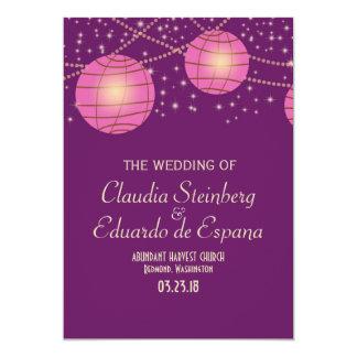 """Linternas festivas con púrpura oscuro y rosado en invitación 5"""" x 7"""""""