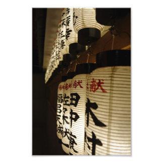 Linternas japonesas en la noche impresiones fotograficas