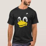 Linux Tux la cara del pingüino en la camiseta