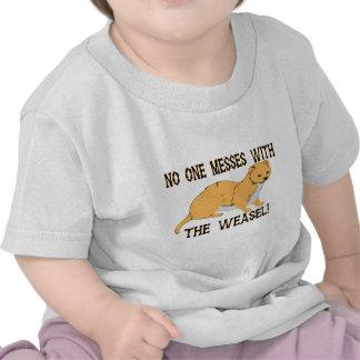 Lío con la comadreja camiseta