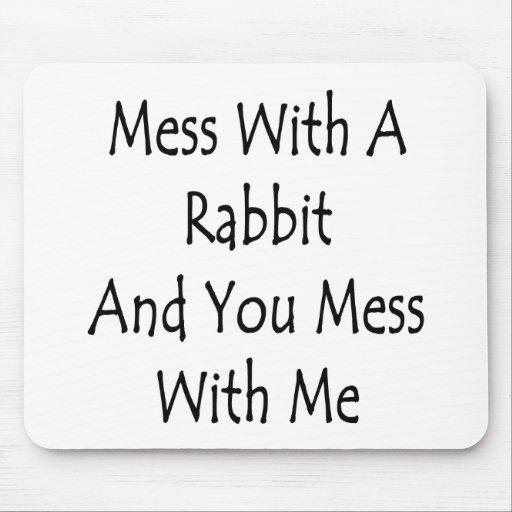 Lío con un conejo y usted lío conmigo mouse pad