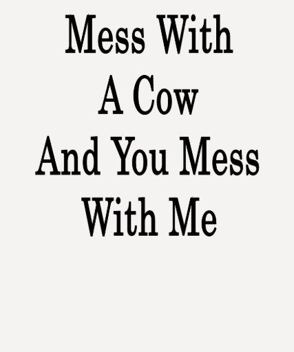 Lío con una vaca y usted lío conmigo camiseta