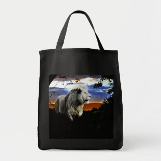 Lion in the jungle tote bag