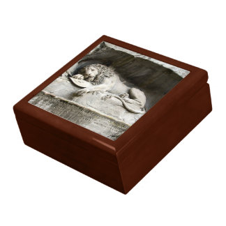 Lion monument jewelry box