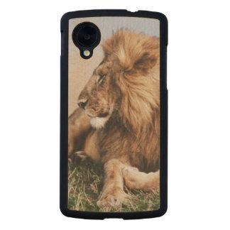 Lion resting in grass carved® maple nexus 5 case