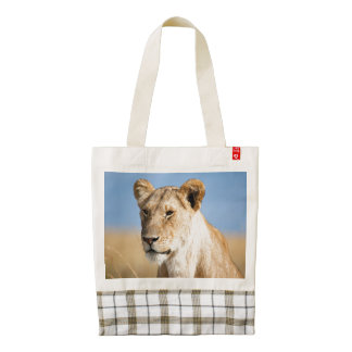 Lioness against blue sky zazzle HEART tote bag