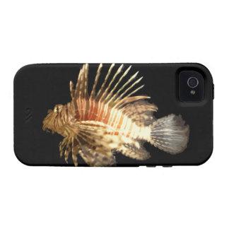 Lionfish contra un fondo oscuro iPhone 4 carcasa