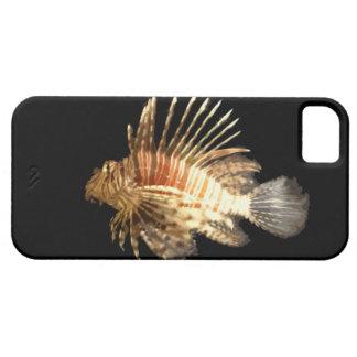 Lionfish contra un fondo oscuro iPhone 5 fundas