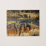 Liquen anaranjado en rocas, bahía de Binalong, bah Puzzles