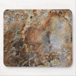 Liquenes en la roca #5 tapete de ratón