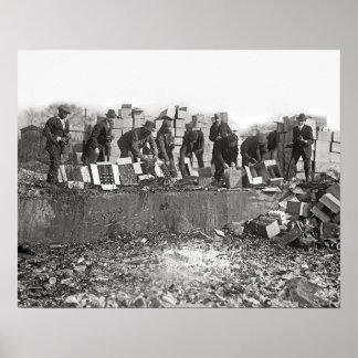 Liquor de contrabando de destrucción, 1923. Foto Póster