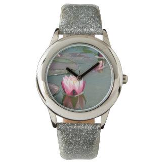 Lirio de agua rosado reloj de mano