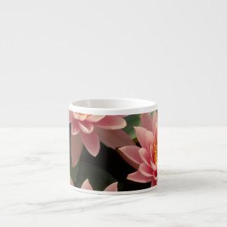 Lirio de agua rosado taza espresso