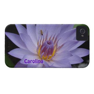 Lirio de agua y abeja púrpuras Blackberry conocido iPhone 4 Protector