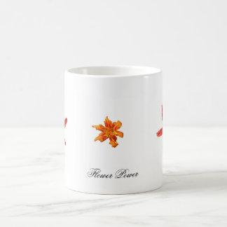 Lirio de día anaranjado tazas