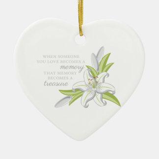Lirio de la memoria adorno de cerámica en forma de corazón