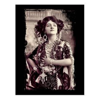 Lirio Elsie como la feliz viuda Tarjeta Postal
