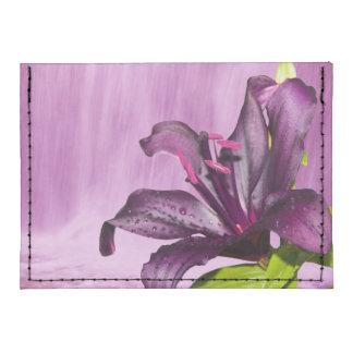 Lirio púrpura con la cascada tarjeteros tyvek®