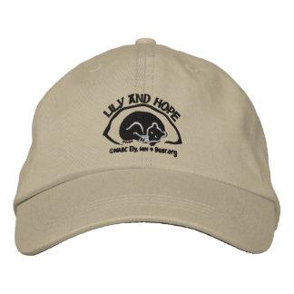 Lirio y esperanza en guarida - oscuridad gorra de béisbol