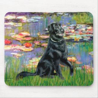 Lirios 2 - Perro perdiguero revestido plano Mousepad