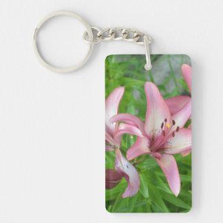Lirios asiáticos rosados llavero rectangular acrílico a doble cara