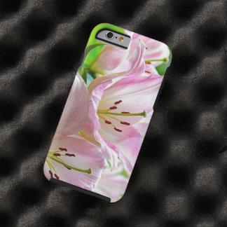 Lirios blancos suaves clásicos preciosos del rosa funda de iPhone 6 tough