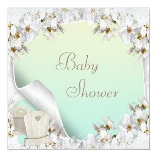 Lirios blancos y fiesta de bienvenida al bebé del invitación 13,3 cm x 13,3cm