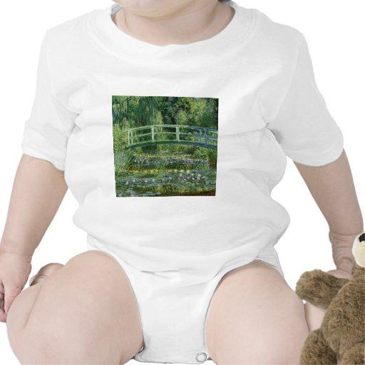 Lirios de agua de Claude Monet y puente japonés Camiseta