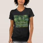 Lirios de agua de Claude Monet y puente japonés Camisetas