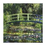 Lirios de agua y puente japonés lona envuelta para galerias