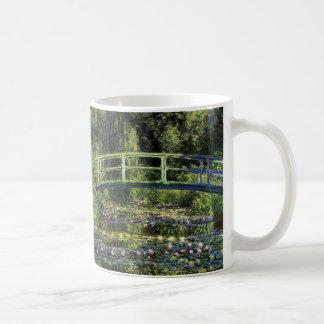 Lirios de agua y puente japonés taza de café