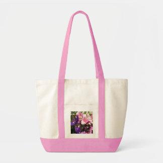Lirios rosados púrpuras del iris bolsa lienzo