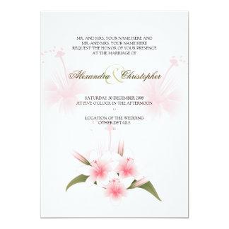 Lirios rosados y blancos que casan la invitación