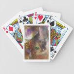 Lisa tienta barajas de cartas