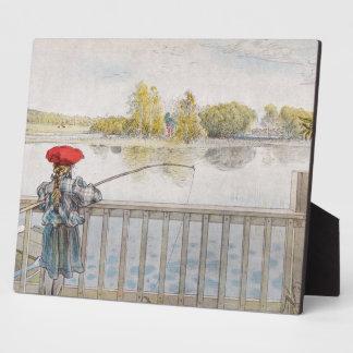 Lisbeth una pesca de la niña placas de plastico