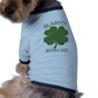 ¡Lisonja con nosotros! Camiseta De Perro