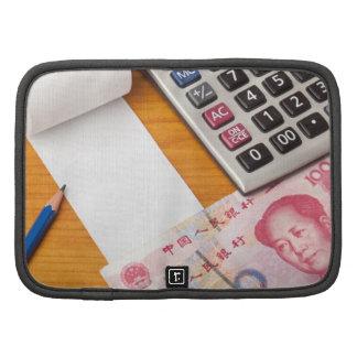 Lista en blanco con Renminbi y la calculadora Planificadores