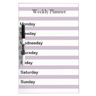 Lista semanal del planificador del día tablero blanco